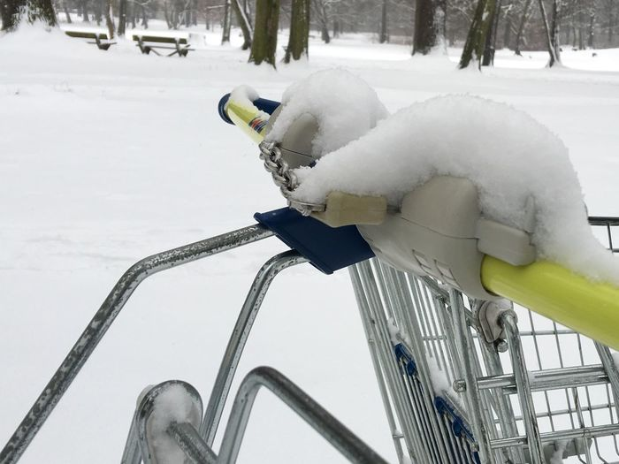 It's Cold Outside Winter Shopping Cart Snow My Berlin  Winterwonderland Wintertime Snowcapped Park Nature On Your Doorstep White IPhoneography Iphonephotography I Found A Shopping Cart