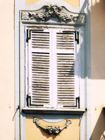Italy🇮🇹 Architectural Detail Window Art Taking You On My Journey 😎 Fine Art Photography Moncalieri Colour Of Life, Feel The Journey Fine Art Flowers,Plants & Garden Detailphotography Street Photography City picture Look Up! Old But Awesome Building Exterior Buildinglover Old Buildings Old But Cute Ornaments Ornamentation Decoration
