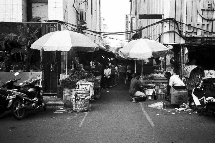Petak 9 Street Market Street Market Architecture People Streetphotography 35mm Jakarta Olympus XA2 Daily Activities Daily Life Bw Photo Bw Photography Filmphotography INDONESIA Market Merchant