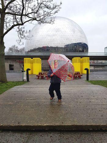 cache cache parapluie Cars3 Cars Cars 3 Parapluie Umbrella La Villette La Géode Geode Paris Raining Day Jour De Pluie Pluie