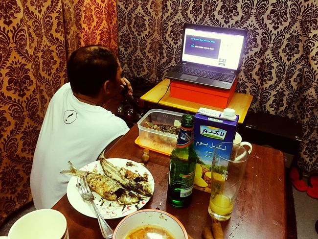 TakeoverMusic Lifestyles Filipinosbelike Sundaysessions Karaokenights Filipino Culture Technology Food And Drink Indoors  Food Women Telecommunications Equipment Wireless Technology Smart Phone Real People Connection Singer