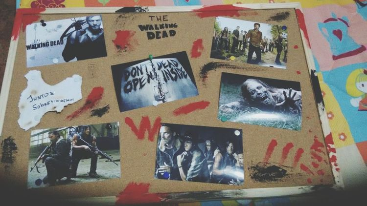 Thewalkingdead Daryldixon Rickgrimes Carlgrimes Glenn Maggie Thewalkingdeadseason5 TheWalkingDeadisComing😱👻 Mural Caminantes Zombies  Zombies!  Love Dont Be Afraid Of The Dark Darkness