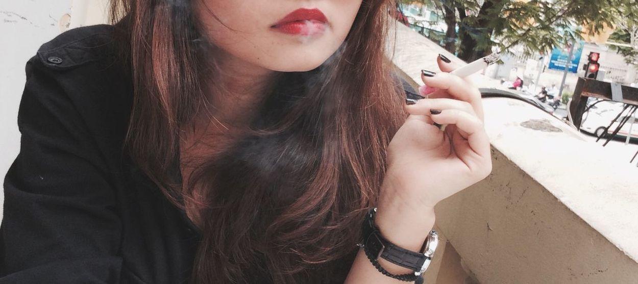 smoke get in my eyes.. Cigrettes Smoke Red Lips Emotion Girls