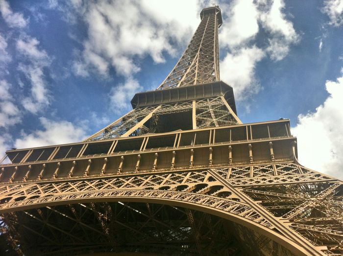 Eiffelturm Eiffel Tower Paris Architecture Landscape_Collection Architecture_collection Summer Views Sky_collection Clouds And Sky Cityscapes Seeing The Sights Landscapes With WhiteWall No People No Filter, No Edit, Just Photography Paris ❤ The Purist (no Edit, No Filter) Lookingup Looking Up