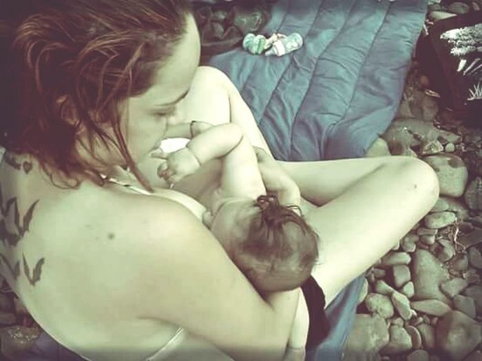 Amamentação Breastfed Baby Mobilephoto Mobilephotography Phonecamera Smartphone Photography Smartphone Camera Smartphone Photos Mobileedit Mobile Editing