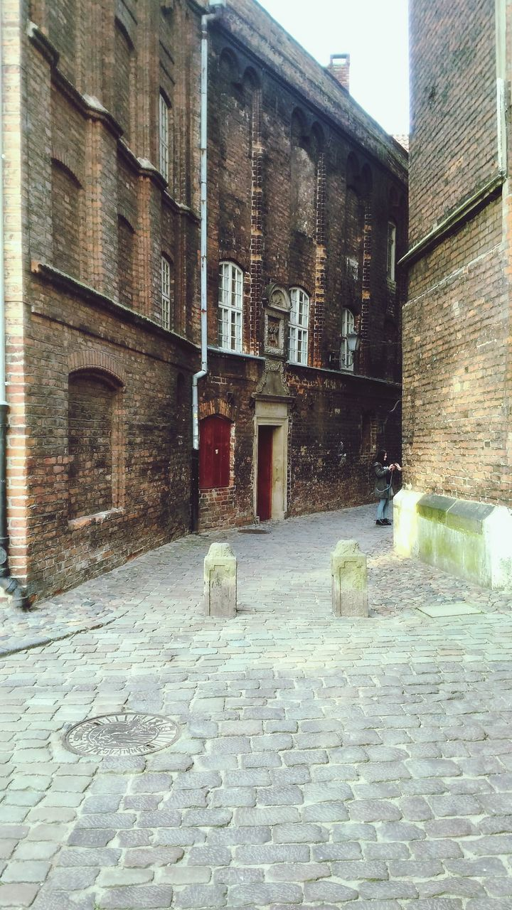 building exterior, architecture, built structure, cobblestone, brick wall, outdoors, street, day, no people, the way forward, city