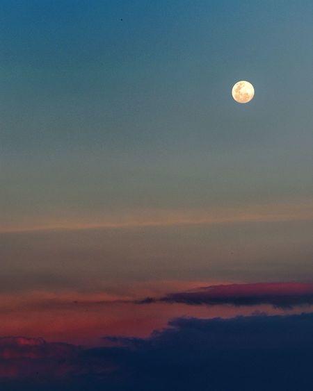 When the moon rises from crimson sunset Moon Sunset Scenics Nature Sky Tranquility Outdoors Astronomy Nikon D5500 Tamron 70-200mm F/2.8 Nikonian Nikonteam Nikon D5500 Nikonindonesia