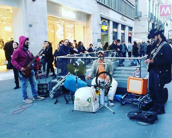Artistidistrada Napoli Rock batterista come Whiplash Viatoledo Berska Music Live Phenomenal Aroundtheworld Guitar