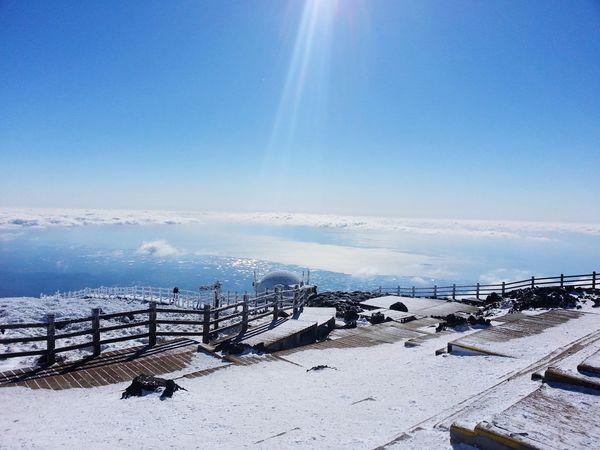 Walking on clouds 구름 제주도 하늘 한라산  Hallasan Halla Mountain Cloud Jejudo JEJU ISLAND  Jeju Sky Beauty In Nature Winter Nature Scenics - Nature Snow Water The Great Outdoors - 2018 EyeEm Awards