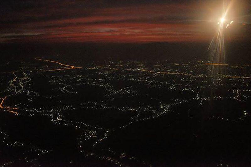 チェンマイ│2015.12.21 チェンマイ滞在中の方とお会いしたい Suset Thaiairways Chiangmai Ig_life ひとり旅 夕焼け 写真好きな人と繋がりたい 散歩 Asian  Travel 着陸 チェンマイ Spotted In Thailand
