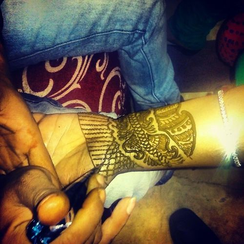 Mehndi love!! <3 Mumma's Cute hand! <3 <3 Mumma Love Mehndi Celebration