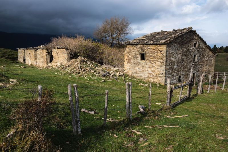 Incoming storm ⛈ Incoming Storm Italy🇮🇹 Emilia Romagna San Paolo In Alpe Green Field Green Fields Dark Cloud Dark Clouds Sun And Clouds Ruins View Ruined Building Ruins Ruin Sky Grass No People Field Outdoors Architecture Built Structure Building Exterior Day Nature