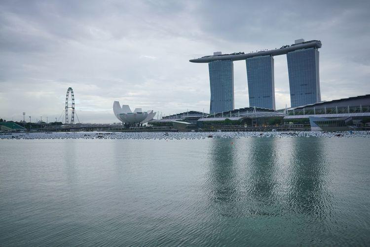 Marina bay sands against cloudy sky
