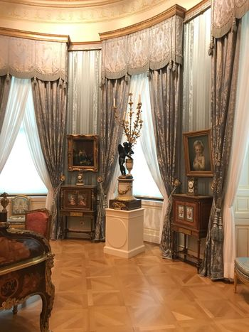 London The Wallace Collection Curtain Indoors  Wealth Home Interior Luxury Elégance Chair Home Showcase Interior No People Architecture Day Baroque Style Stage - Performance Space EyeEmNewHere Arts Culture And Entertainment EyeEm Gallery Picture Frame Old-fashioned Old Decoration