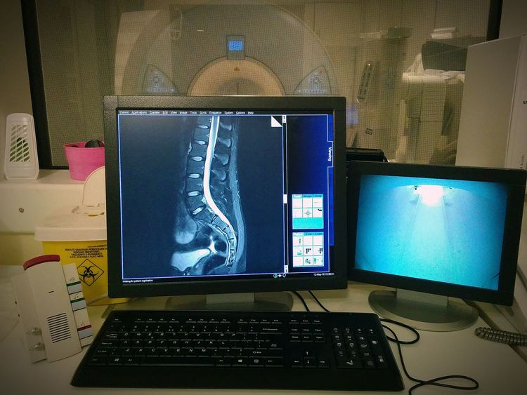 Mri Magnetic Resonance Imaging Magnetic Resonance Hospital Radiology Radiologia Spine