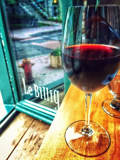 One of my favourite spot for lunch in Quebec City! Quebec City Crêperie Wine Wineglass Wine Time Iphonephotography IPhoneography Iphone6 Restaurant Redwine Lunch Windowseat Drinking