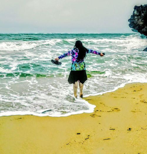 Ocean Love in Hawaii Backgrounds Background Water Waterscape Woman In Water Hawaii Backgrounds Tropical Climate Woman Power Ocean Ocean View Sexywomen Water Sea Wave Full Length Sportsman Beach Women Ankle Deep In Water