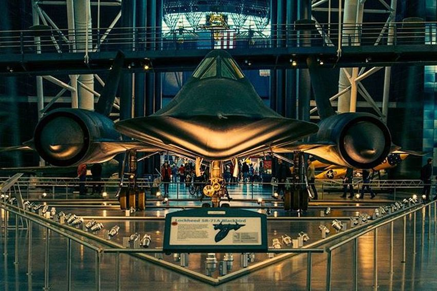 The magnificent Lockheed SR-71A Blackbird at the entrance of the Udvar Hazy National Air and Space museum. Blackbird Super Fast Air Aircraft SR Airandspacemuseum Lockheed LockheedMartin Dulles Udvarhazy Imax Center Epic Transformer Design Black Museum Wasington Follow Instadaily Instagood Picoftheday Lfl Ztprod