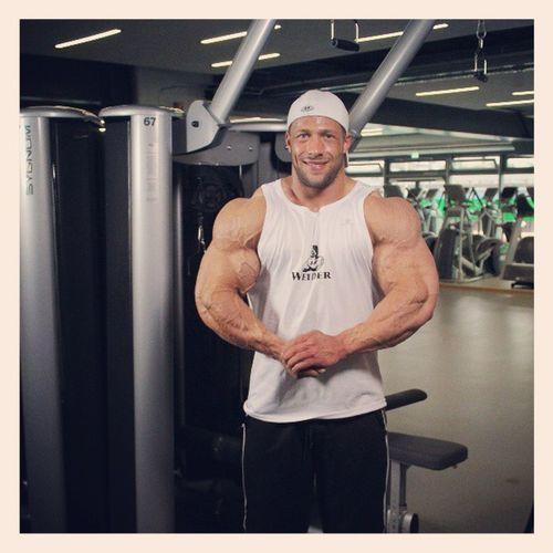 Tim Budesheim beim ShapeYOU Videodreh - THINK BIG der 12 Wochenplan Ernährung Training ShapeYOU Supplementierung Bodybuilding