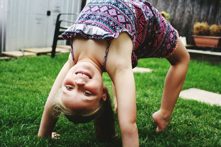 Upside Down Portrait Gymnastics Garden Smile ✌ Sister ❤ Discover Berlin