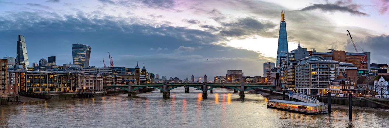 Panoramic View Of Thames River Against Sky During Sunrise In City