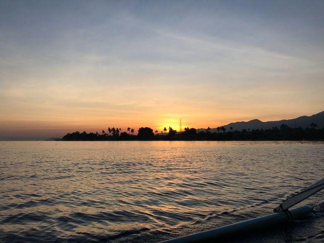 Sunrise sSkywWaterbBeauty In NaturesScenicsnNatureoOrange ColorsSeanNo PeopletTranquil ScenetTranquilityoOutdoorssSuntTransportationsSilhouettecCloud - SkydDayBali, Indonesia Sea And Sky