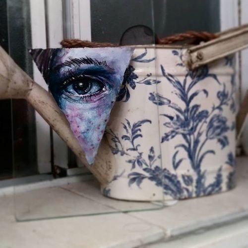 Daytwo of my Paintchallenge . 5moredays to go. Eyeseeyou Eyepainting Colorrealism Acrylicpainting  Travellingartist Traveller Gypsyart Sigil Paintingonglass @tattoolove1 you gonna catch up?