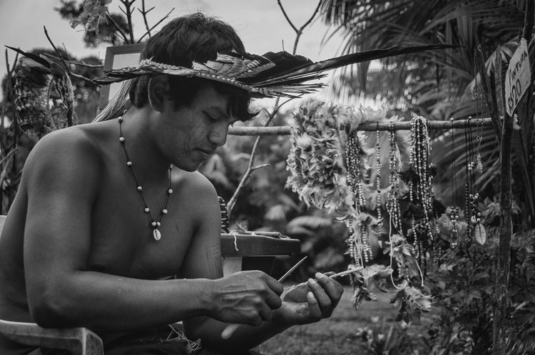 Retratos Guaranis. Rio Silveira Indian Reservation Travel Photography Aldeia Guarani Black And White Cocar Flower Guarani Handicrafts Guarani Indian Guarani Man Guarani Village Handicraft Indigenous Culture Indigenous Necklace Indigenous Painting Indigenous Reservation Indigenous Youth Lifestyles Nature One Person People Portrait Praia De Boraceia Real People Tree Young Guarani