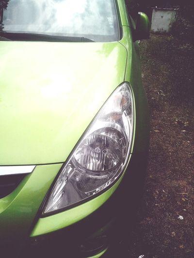 Хотела бы я ьакую машину :) Машина хочуу зелёная