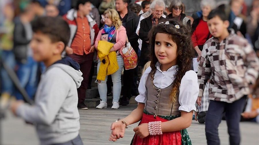 Syrian Girl Tracht Forigners People Photography Syrian Kids Syrian People Refugees Assimilation Integration