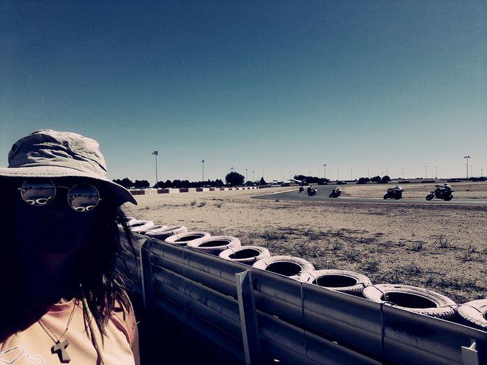Motos Sol Summer Sombrero Albacete vigilante bajo el sol