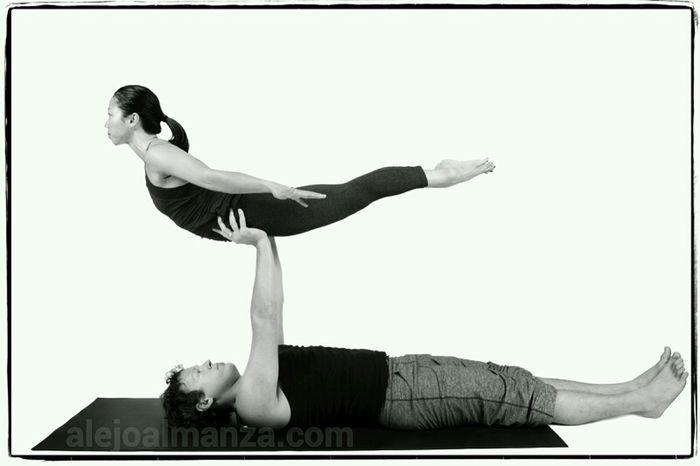 Beauty Yoga Fitness Acroyoga