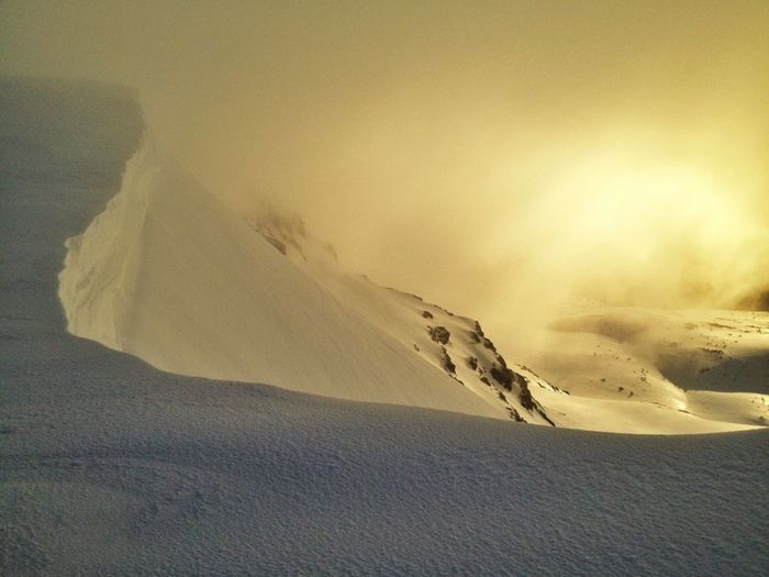 #FF #FotoFriday Para @RECmountain Por Su Excelente Temporada   #esquídemontaña #skimountaineering #skimo #mountain #sunrise #amanecer #cotos #peñalara #gasss #training #ilovemountain #beforework #dynafit #happy #feliz #welovemountain #sinfiltros #spring
