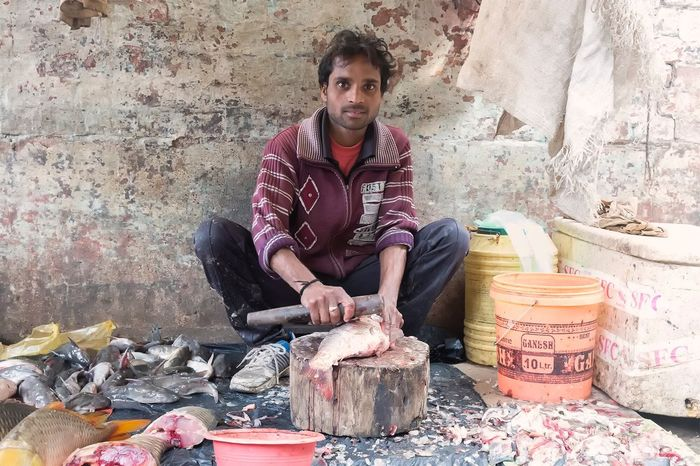 Dinesh Sahani in a market in Varanasi Uttar Pradesh. January 20, 2017. Looking At Camera People Working Real People Occupation Streetphotography Documentary Street Photography Portrait Travel India People Photography Storytelling Check This Out Travel Photography EyeEm Best Shots - People + Portrait Indian Varanasi Incredible India