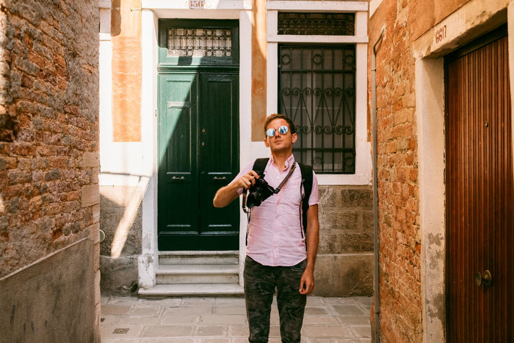 Venice Architecture One Person Building Exterior Glasses Real People Sunglasses Standing Built Structure Front View Young Adult Day Lifestyles Casual Clothing Fashion Leisure Activity Building Holding Young Men Three Quarter Length Outdoors