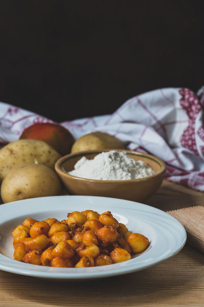 Food And Drink Gnocchi Gnocchi Di Patate Mediterranean Food Bread Close-up Food Food And Drink Freshness Gnocchihomemade Healthy Eating Healthy Food Hummus Indoors  Italian Food Meat No People Plate Ready-to-eat Still Life Table