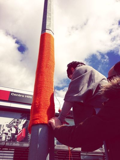 Yarn Bombing Cachecol No Poste