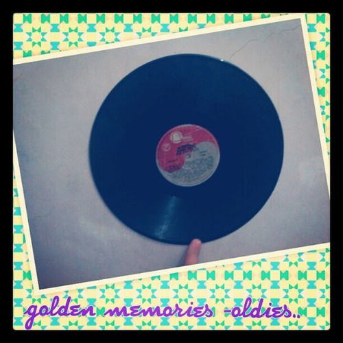 Look what i've found - an oldies songs in a big old plaque from the 50's! Amazing! Oldies Oldplaque ERA Classic 50's