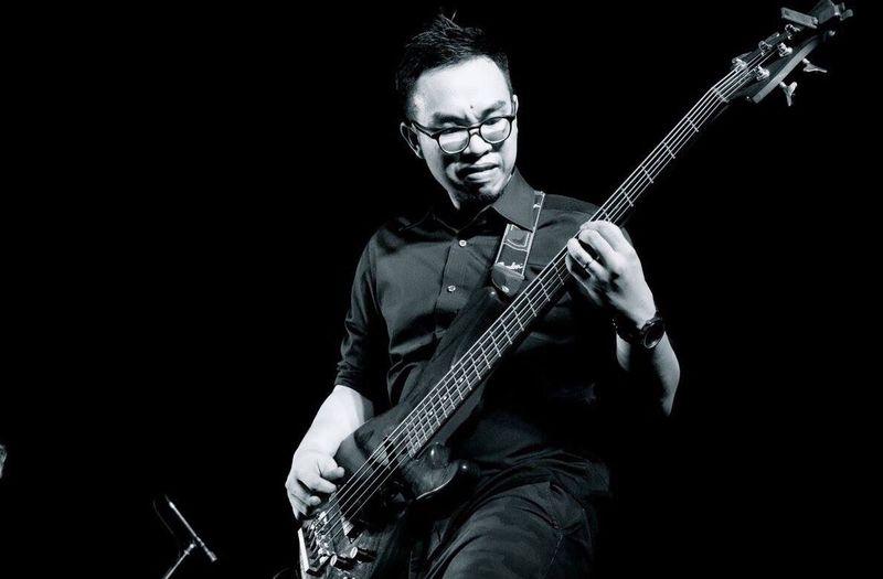 Give me the power!! Yamaha Trb5 Rock Bassist Rockband Liveband Black & White