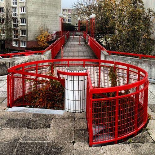 Bridge Stairs Set Red Contrast Escalier Pont Serie Essonne Colimaçon Lesulis Stairsset Lesullis Ullis