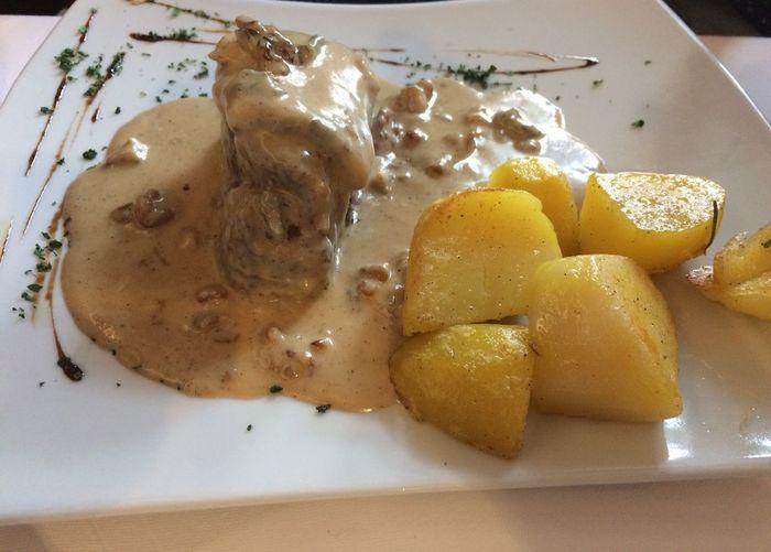Fillet Beef Filet Filetsteak Food Food And Drink Freshness No People Plate Potatoes Ready-to-eat Restaurant Sauce Serving Size Sosse