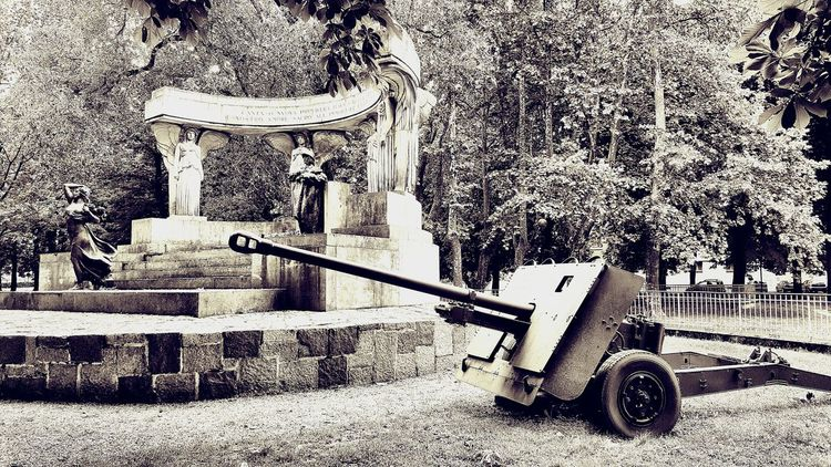 OldTank Tank Worldwarone Statue Remembrance Photography Photographs Photo Artistic Photography Art Impression Urban Edit Getty Images EyeEm Gallery Casalemonferrato Italianhistory Statues Citypark Park