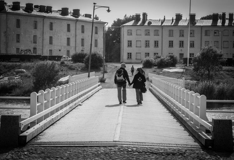 Bridge Walkers Couple Finland Soumenlinna Built Structure Architecture Real People Building Exterior Full Length Outdoors Leisure Activity