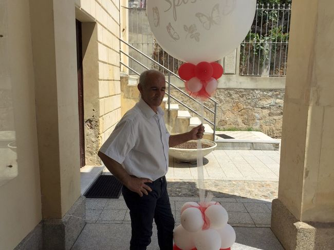 // man with balloons Iphone6 IPhoneography Streetphotography Wedding Wedding Day Wedding Party Weddings Around The World Wedding Photos Street Portrait