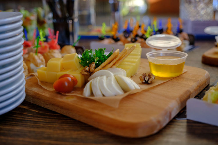 Food And Drink Food Table Freshness Cutting Board Healthy Eating Wood - Material Glass Wellbeing Indoors  Vegetable Drinking Glass Ready-to-eat Close-up Household Equipment Selective Focus Refreshment Still Life No People Drink Breakfast Snack