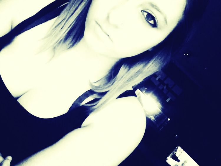 Hello People :-* My Name is Kim, i'm 14 years old, i live in Austria <3' Bye :-* Love Me For Who I Am. I LOVE HIM♥