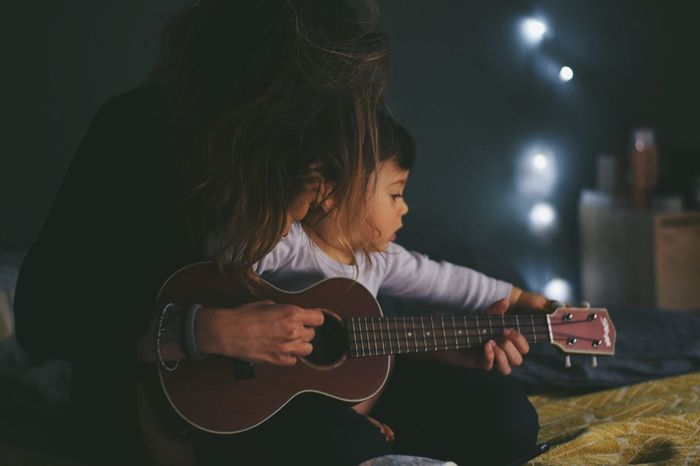 #home #photography #color #Familia EyeEm Selects #love Music Musical Instrument Guitar Guitarist Plucking An Instrument Playing Musician Lifestyles People Performance