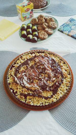 Bakade en mumsig hallon/blåbärspaj med vit och mörk choklad på, serveras med vaniljsås :) Baka Baking Paj Swedish Fika