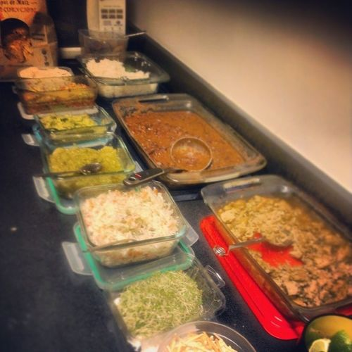 Lunchtime at Legal Runners...B.Y.O.T.( Build your own tacos) Whatveganseat Cashewcreama Maduros Dominicansazonbeans marinatedtempeh marinatedslaw tomatillosalsa sprouts guacamole daiyacheese thebuenavegansocialclub legalrunners privateveganchef lunchtime runnersfuel