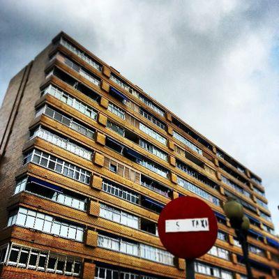 Canarias, lugar único en el sentido de comenzar un día con un gran sol, y acabarlo con un nublado muy guarro. Edificio Building Se ñal Mark Signal SeñalDeTráfico Sky Clouds Cloudy Igers IgersLpa IgersLasPalmas IgersOfTheDay IgersCanarias TomásMorales LasPalmas LasPalmasDeGranCanaria LPGC GranCanaria IslasCanarias CanaryIslands Canarias PicOfTheDay PhotoOfTheDay FotoDelDía Instagram Instagramers Webstagram